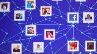 Alle Facebook-Nutzer kennen sich über dreieinhalb Ecken