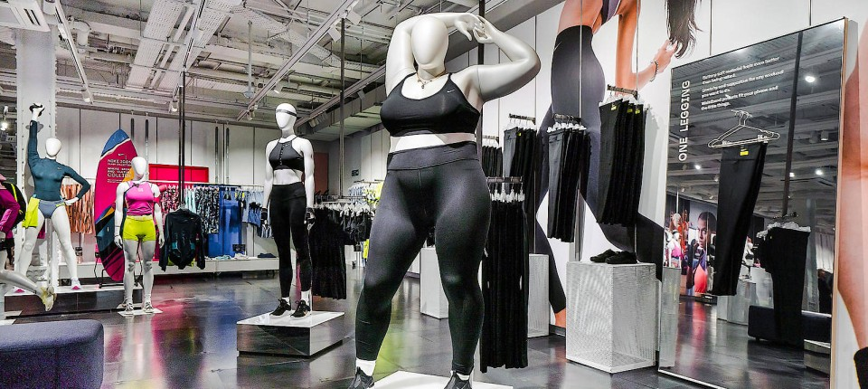 Nike präsentiert neue Sportmode an Plus-Size-Puppe