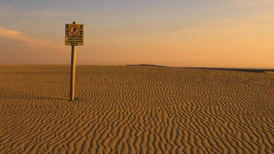 Die Seele Europas ist eine Wüste: Grenzpfosten zwischen Russland und Litauen auf der Kurischen Nehrung, unweit von Thomas Manns Haus in Nidden
