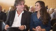 Heimspiel in Flörsheim: Deniz Yücel mit seiner Frau Dilek Mayatürk-Yücel