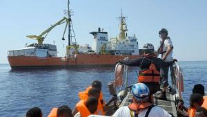 Flüchtlingshelfer fordern Aufnahme aller im Mittelmeer geborgenen Migranten