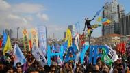 """Anhänger der kurdischen Partei HDP demonstrieren für ein """"Nein"""" beim Referendum"""