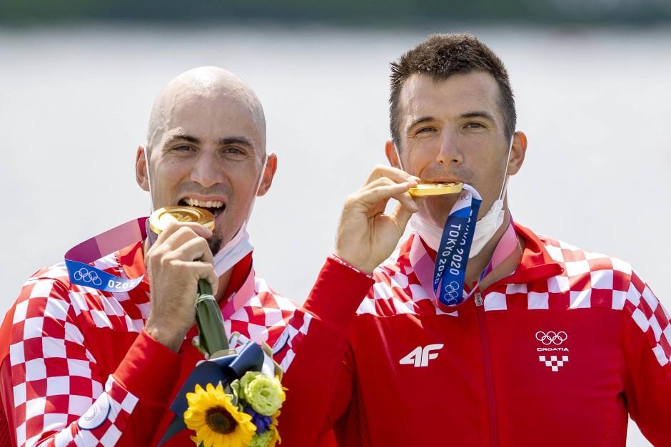 Gold: Martin Sinkovic (links) und Valent Sinkovic, Ruderer aus Kroatien