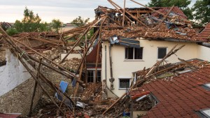 Tornado zerstört Häuser