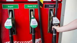 So trotzen Autofahrer den hohen Benzinpreisen