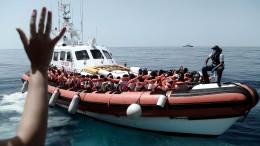 """Streit um Flüchtlingsschiff """"Aquarius"""" geht weiter"""