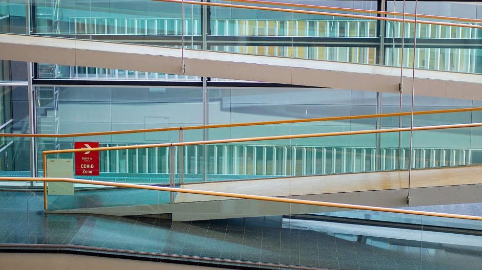 Die Abstands- und Hygieneregelungen in der Uniklinik Frankfurt bleiben trotz der Lockerungen von großer Bedeutung.