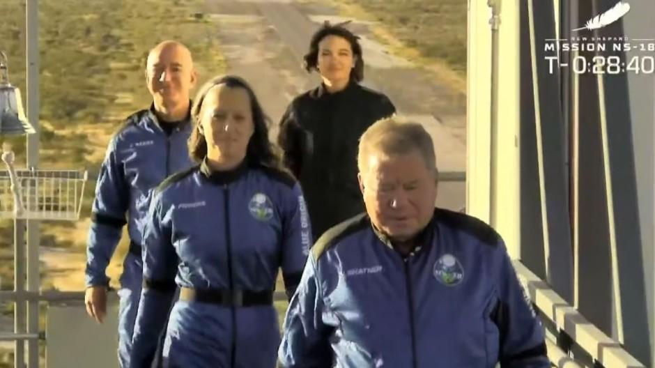 Ein Screenshot aus einem Live-Video vom 13. Oktober 2021: Die Crew des Blue Origin-Raumschiffs New Shepard vor dem Start in Texas, Vereinigte Staaten.