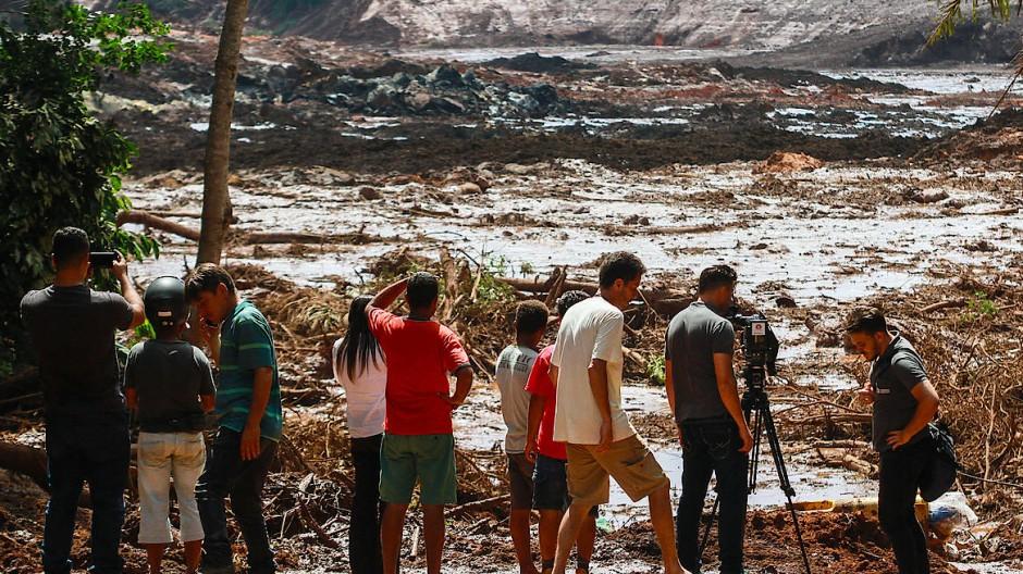 Nach einem Dammbruch in Brumadinho im Januar 2019 ergoss sich eine Schlammlawine über die Umgebung.