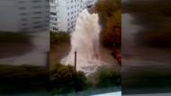 Spektakulärer Wasserrohrbruch