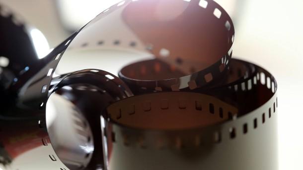 Super 8 Kamera - Familienforscher  suchen alte Filmschätze