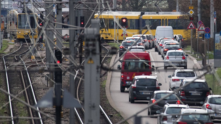 Wer hält sich dran? Wer lässt sich nicht erwischen? In Stuttgart gilt seit Jahresbeginn ein großflächiges Dieselfahrverbot.