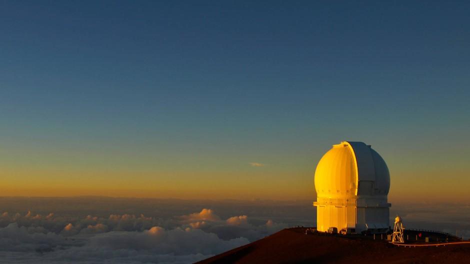 Der Stromverbrauch des Canada-France-Hawaii Teleskop auf dem hawaiianischen Vulkanberg Mauna Kea ist für den ökologischen Fußabdruck maßgeblich.