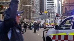 Mann sticht auf Frau in Sydney ein und verfolgt Passanten