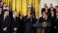 """Vielleicht kann er sogar bei den """"Lilien"""" anfangen? Obama 2012 im Weißen Haus."""