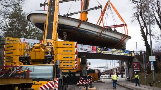 Warum München ein Schiff auf einer Eisenbahnbrücke hat