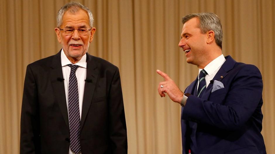 Alexander van der Bellen und FPÖ-Kandidat Norbert Hofer kurz vor der TV-Debatte am 27. November in Wien