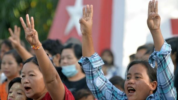 Neue Massenproteste gegen Militärputsch