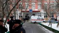Nach der Geiselnahme vor der Schule am Rande Moskaus