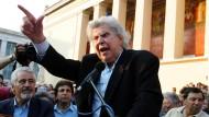 Komponist Mikis Theodorakis hält 2011 eine Rede vor der Universität im Zentrum Athens