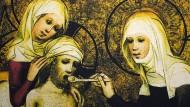 Keine schlechte Quote: Auf dem Tafelbild aus dem 15. Jahrhundert füttert die heilige Elisabeth einen Kranken, eine andere Frau hält seinen Kopf.