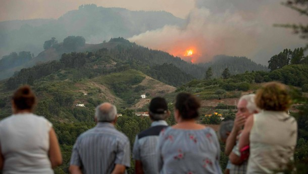 Waldbrand auf Gran Canaria gerät außer Kontrolle
