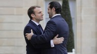 Herzliche Begrüßung: Emmanuel Macron empfängt Saad Hariri