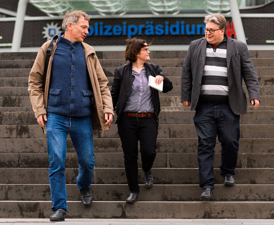 """Gemeinsame Sache: Linken-Politiker Jan van Aken (links) mit Emily Laquer und Christoph Kleine von der """"Interventionistischen Linken""""."""