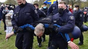 Berliner Verfassungsschutz beobachtet Teile der Corona-Protestbewegung