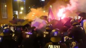 Polizei prüft Einsatz bei Demo