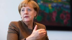Kanzlerin dringt auf Transitzonen für Flüchtlinge