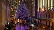 Nur ansatzweise in Weihnachtsstimmung: Die Wall Street in New York