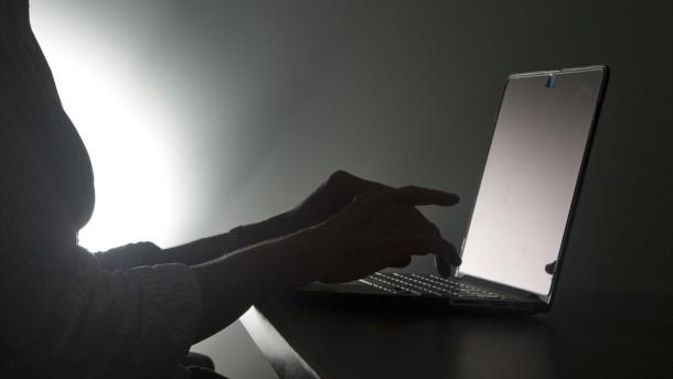 Chinesische Hacker griffen angeblich Telekommunikationsnetze an