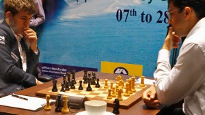 Carlsen hält Anand auf Distanz