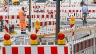 Selbst entscheiden: Ob sich hessische Grundstückseigentümer an der Sanierung von Straßen, Wegen und Plätzen beteiligen, entscheiden künftig die Städte und Gemeinden.