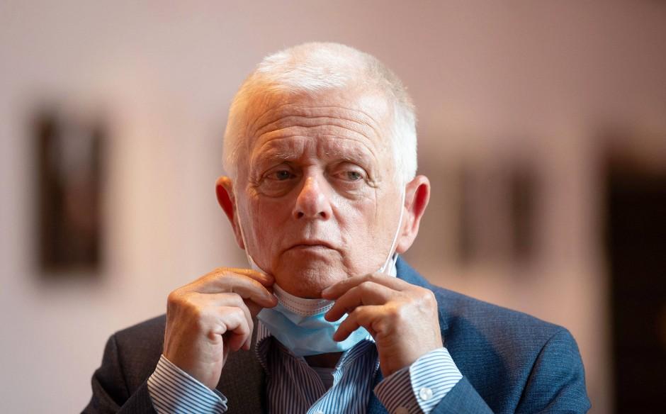 Stuttgarts Oberbürgermeister Fritz Kuhn (Die Grünen) kritisiert seine Kollegen aus Tübingen, Schorndorf und Schwäbisch Gmünd, die gefordert hatten, mehr gegen gewalttätige, schlecht integrierte Flüchtlinge zu tun.
