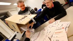 Thyssen-Krupps Stahlkocher stimmen für Tarifvertrag
