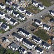 Eine Siedlung mit neugebauten Wohnhäusern in Gelsenkirchen: 2020 erwarten die Städte von der Landesregierung klare Antworten auf das drängende Problem Grundsteuer.