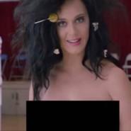 Noch leicht verschlafen: Katy Perry im Wahllokal.