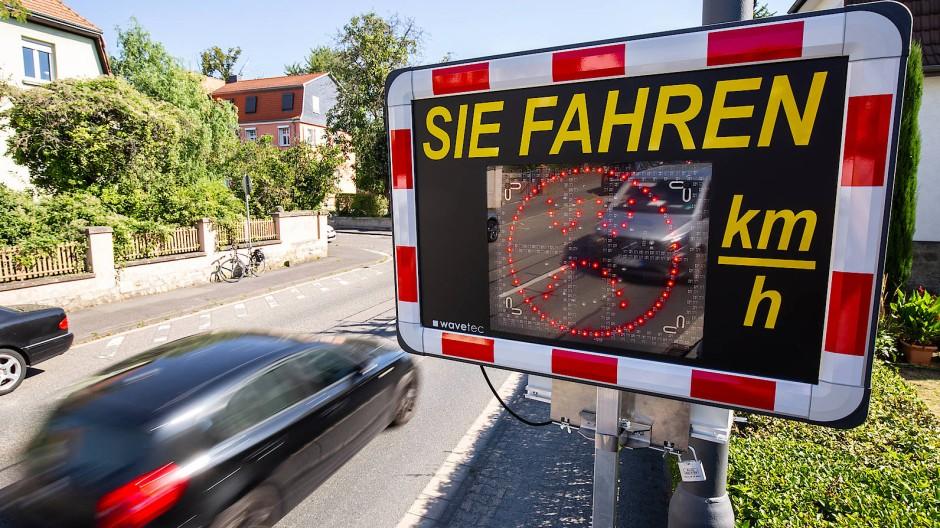 Eine digitale Geschwindigkeitsanzeige