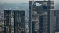 Luftige Höhen: In Frankfurt befinden sich die meisten Chefetagen in den Wolkenkratzern der Banken.