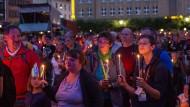 Nachtsegen auf dem Hansaplatz: Besucher des Evangelischen Kirchentags in Dortmund