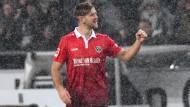 Schneetreiben in Hannover: Niklas Füllkrug trifft zur Führung.