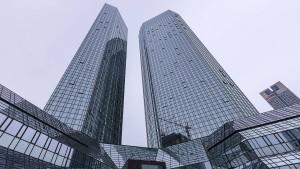 Wie die Deutsche Bank im Investmentbanking Federn lässt
