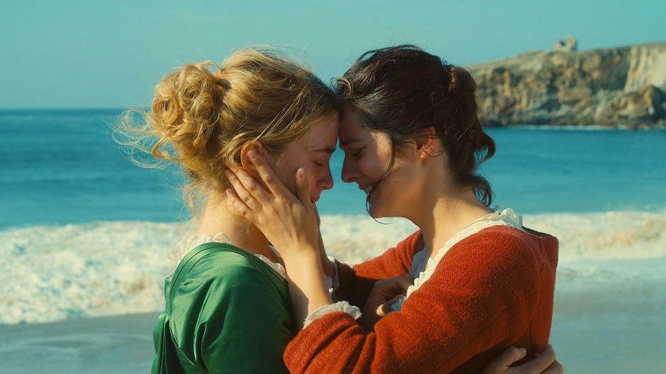 """Adèle Haenel (links) in ihrem neuen Film """"Porträt einer Frau in Flammen"""""""