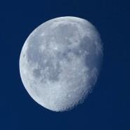 Unser Mond hat vorübergehend Gesellschaft bekommen.