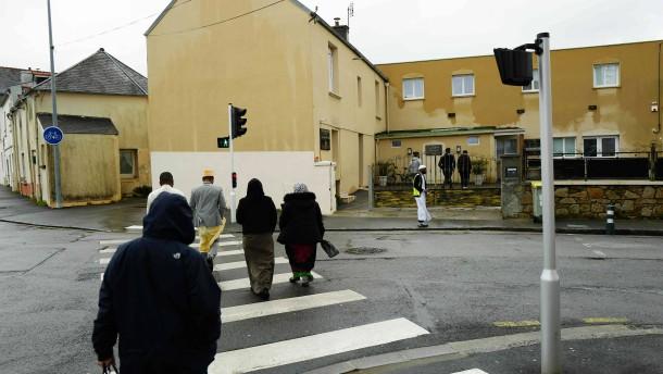 Zwei Menschen in Frankreich vor Moschee angeschossen