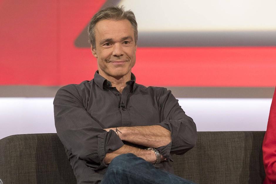 Spielte im Fernsehfilm einen Mann, der sich zu Unrecht Vergewaltigungsvorwürfen ausgesetzt sieht: Schauspieler Hannes Jaenicke.