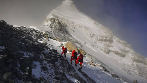 Der Mount Everest ist genau 8848,86 Meter hoch