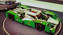 Für die 24 Stunden von Legoland: Der Langstrecken-Rennsport-Tourenwagen ist das erste Großmodell von Lego Technik im Jahr 2015.